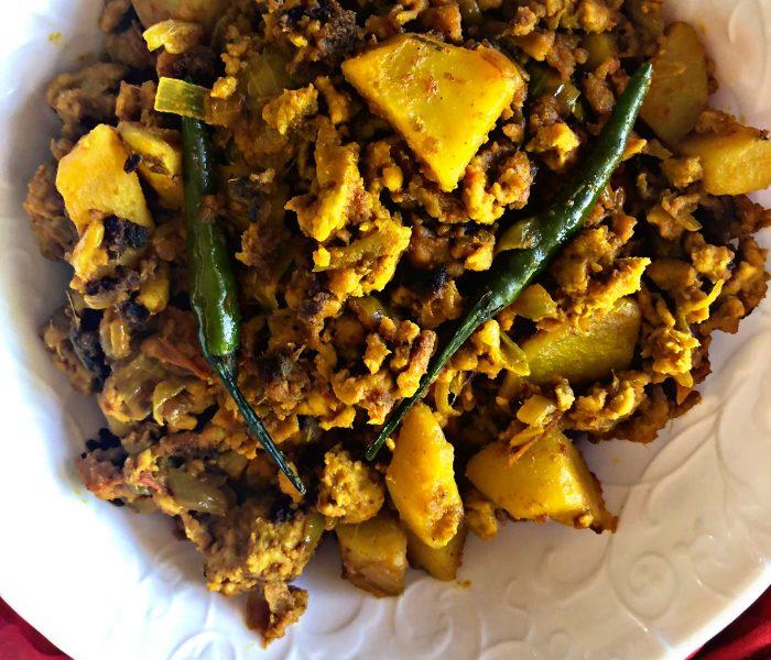 Chicken keema (minced chicken) curry